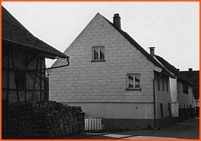 Haus mit Faserzementplattenverkleidung in Iptingen (Enzkreis), mittlerweile abgebrochen